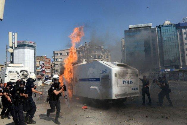 Eylemciler Taksimde TOMA yaktı 8