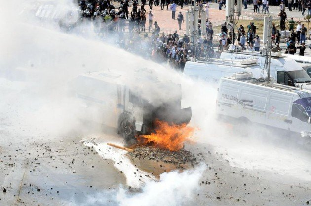 Eylemciler Taksimde TOMA yaktı 9