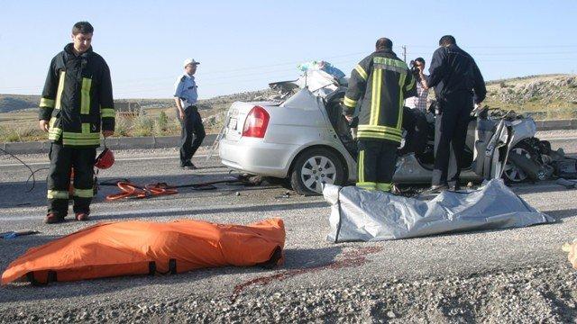 Otomobil TIRa çarptı: 2 ölü, 2 yaralı 5