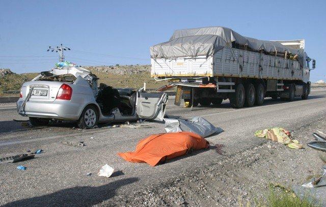 Otomobil TIRa çarptı: 2 ölü, 2 yaralı 6