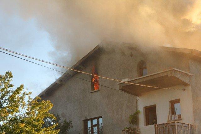 Söndürülmeyen ocak evi yaktı 1