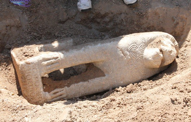 Tarihi aslan heykelini çöpte bulmuş 5