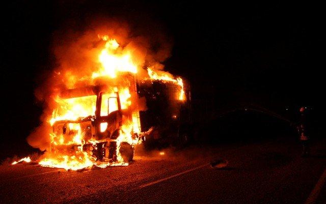 Alev alev yanan kamyon küle döndü 2