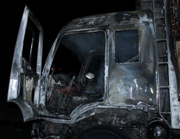 Alev alev yanan kamyon küle döndü 4