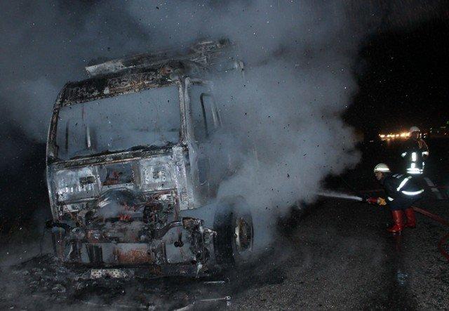 Alev alev yanan kamyon küle döndü 5