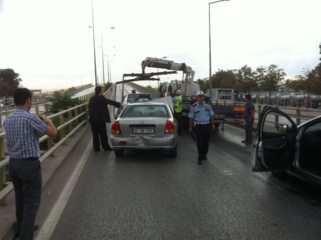 Zincirleme kazada 6 araç birbirine girdi 6