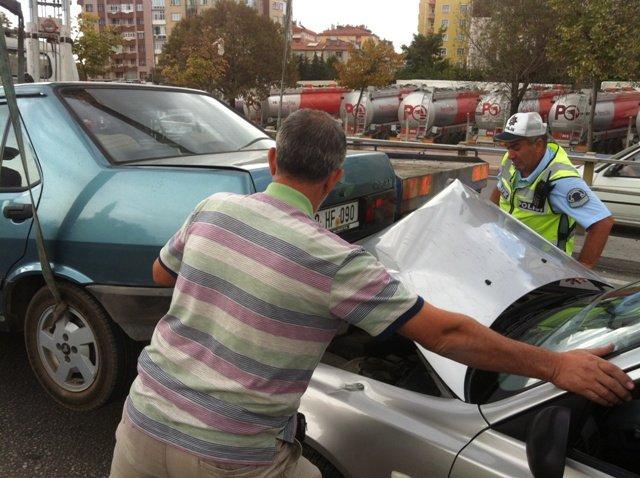 Zincirleme kazada 6 araç birbirine girdi 7