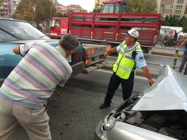 Zincirleme kazada 6 araç birbirine girdi 8