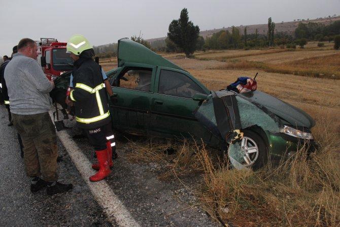 Kamyon ile otomobil çarpıştı: 1ölü, 2 yaralı 1