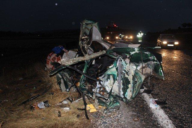 Kamyon ile otomobil çarpıştı: 1ölü, 2 yaralı 6