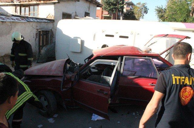 Öğrenci servisi kaza yaptı:1 ölü, 19 yaralı 3