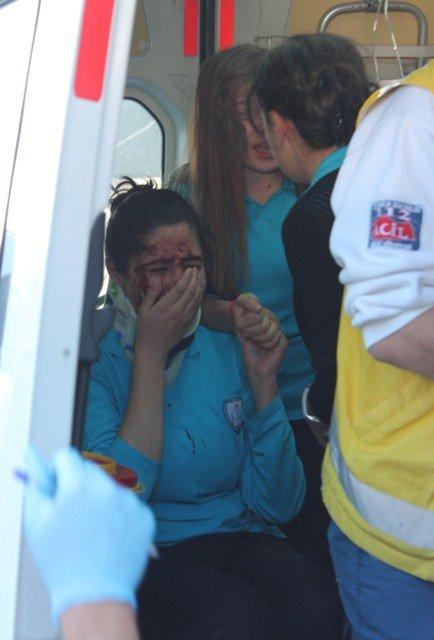 Öğrenci servisi kaza yaptı:1 ölü, 19 yaralı 4