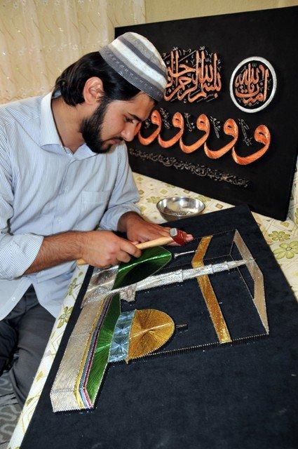 Bin çivi ve bin metre tel ile Rabia işareti yaptı 4