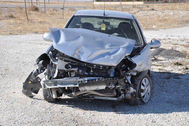 Konyada minibüs ile otomobil çarpıştı: 14 yaralı 3