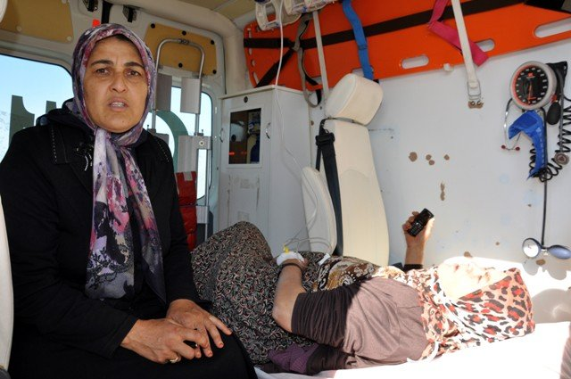 Konyada minibüs ile otomobil çarpıştı: 14 yaralı 5