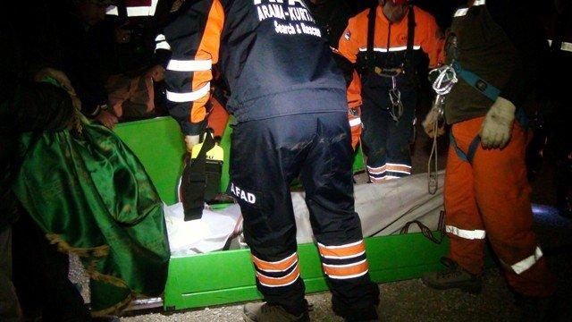 Uçuruma Düşen Otomobil Sürücüsünün Cesedi 8 Saatte Çıkarıldı 1