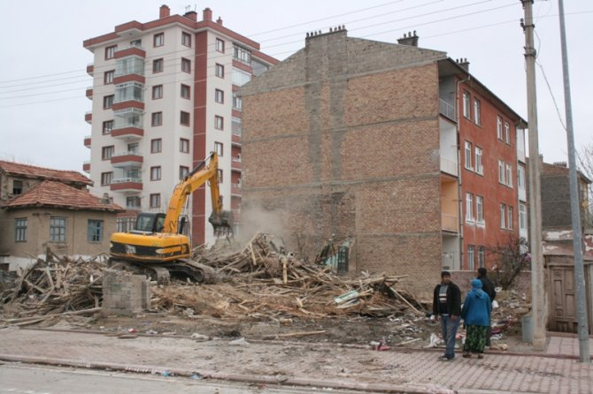 Konyada 300 polisle yıkım 11