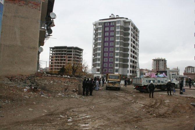 Konyada 300 polisle yıkım 2