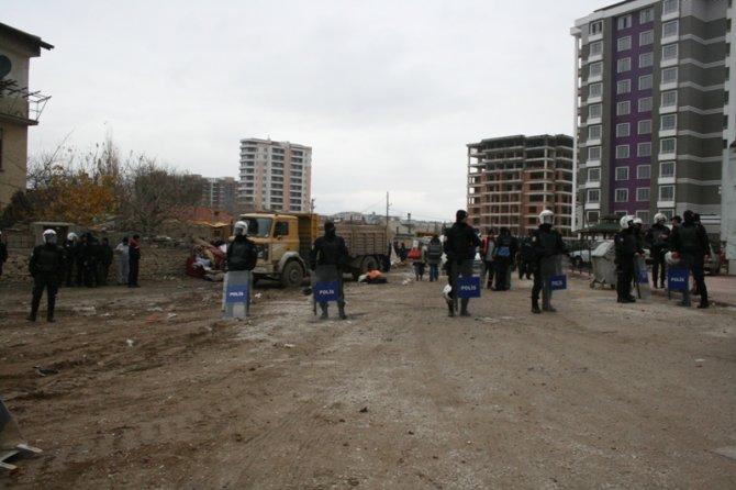 Konyada 300 polisle yıkım 4
