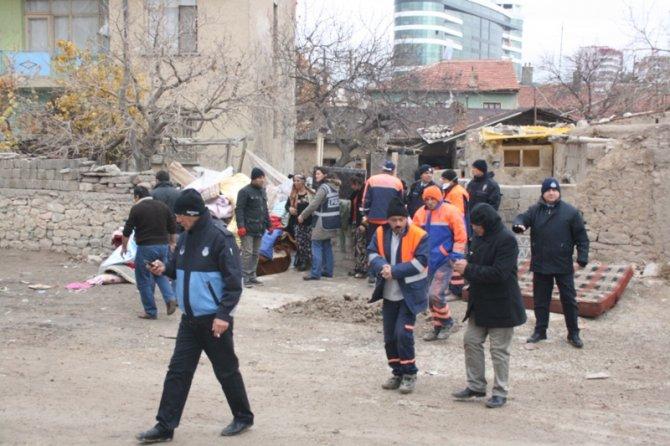 Konyada 300 polisle yıkım 8