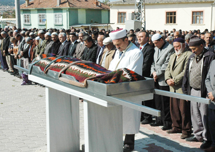 Depremde ölen Konyalı öğretmenler 7