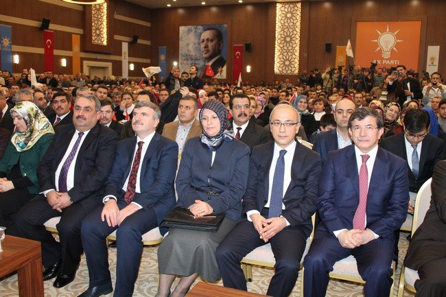 AK Parti adaylarını tanıttı 1