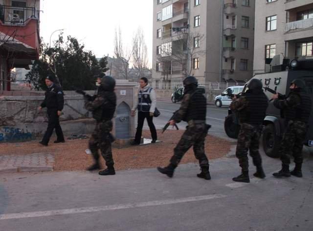 Konyada örgüt liderine baskın: 20 gözaltı 1