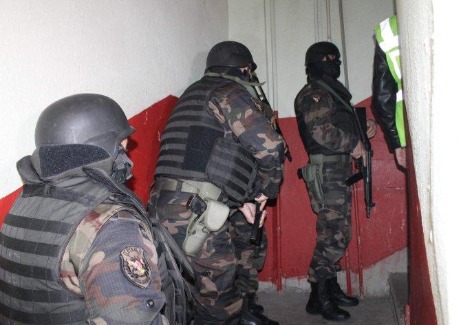Konyada örgüt liderine baskın: 20 gözaltı 2
