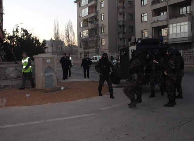 Konyada örgüt liderine baskın: 20 gözaltı 4
