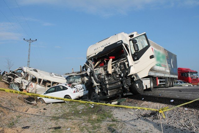 Konyada feci kaza: 9 ölü! 10