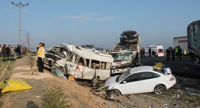Konyada feci kaza: 9 ölü! 9