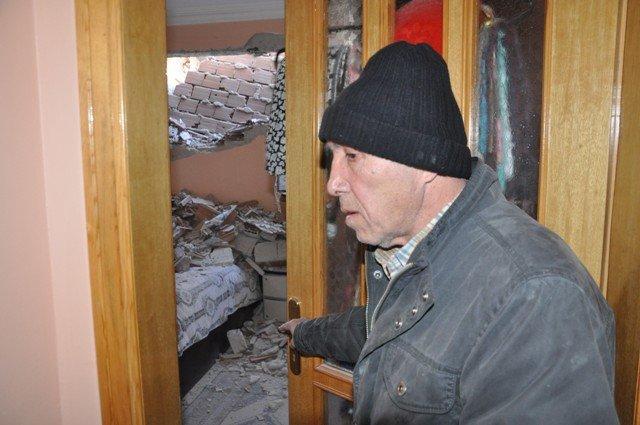 Yan binadaki çalışma yatak odasının duvarını yıktı 3