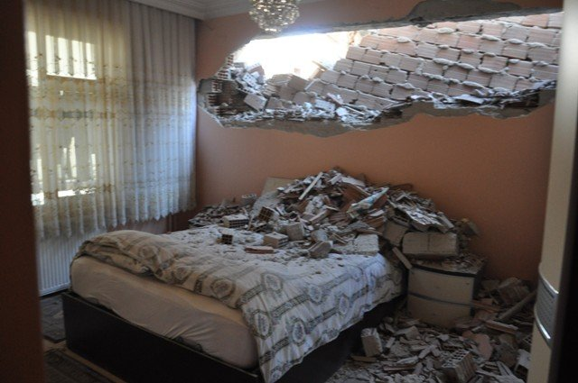 Yan binadaki çalışma yatak odasının duvarını yıktı 5