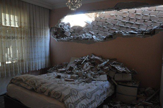 Yan binadaki çalışma yatak odasının duvarını yıktı 6
