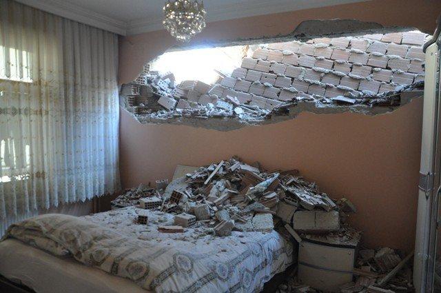 Yan binadaki çalışma yatak odasının duvarını yıktı 8