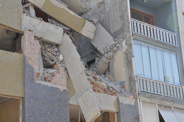 Yan binadaki çalışma yatak odasının duvarını yıktı 9