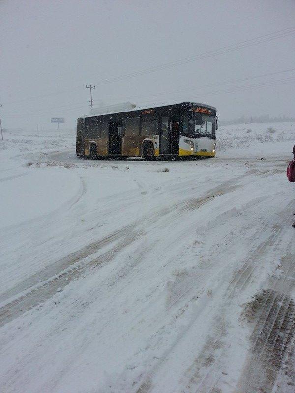 Belediye otobüsleri yollarda kaldı 1