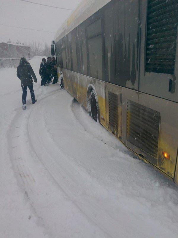 Belediye otobüsleri yollarda kaldı 10