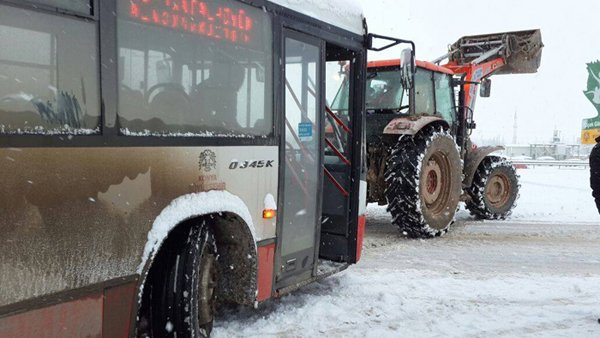 Belediye otobüsleri yollarda kaldı 3