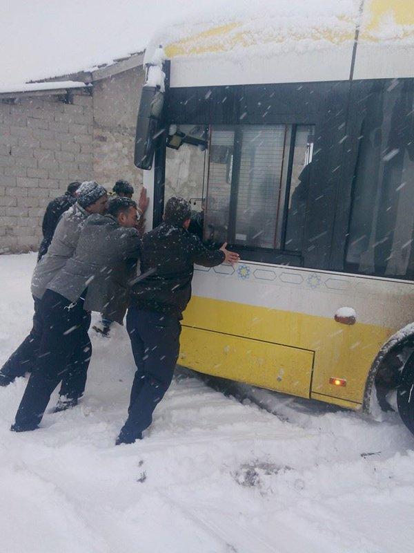 Belediye otobüsleri yollarda kaldı 5