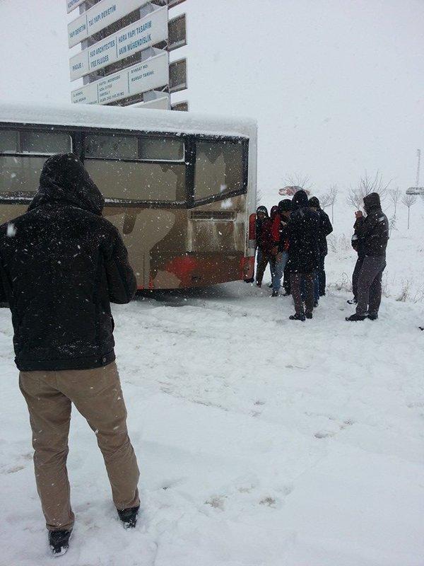 Belediye otobüsleri yollarda kaldı 8