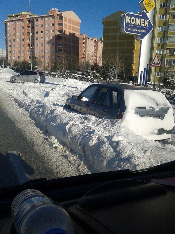 Arabalar karlar altında kaldı 3
