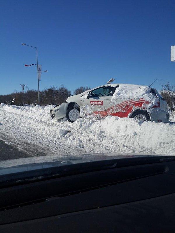 Arabalar karlar altında kaldı 7