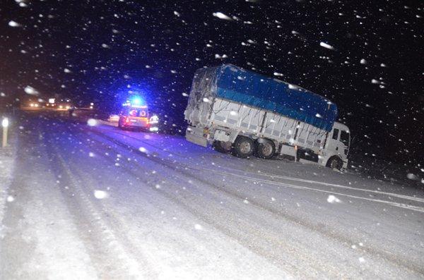 Konyada ulaşıma kar engeli 4