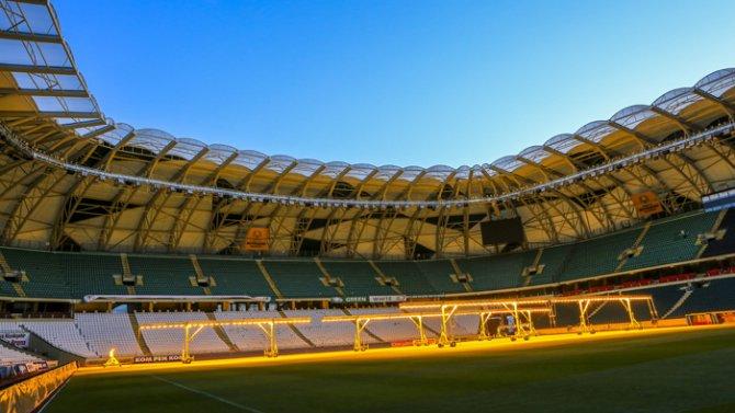Torku Arenada çimler solaryumla esmerleşiyor 10