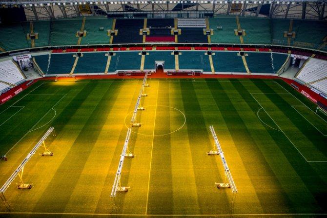 Torku Arenada çimler solaryumla esmerleşiyor 11
