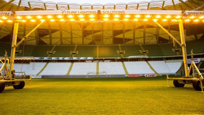 Torku Arenada çimler solaryumla esmerleşiyor 12