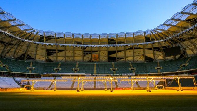 Torku Arenada çimler solaryumla esmerleşiyor 13