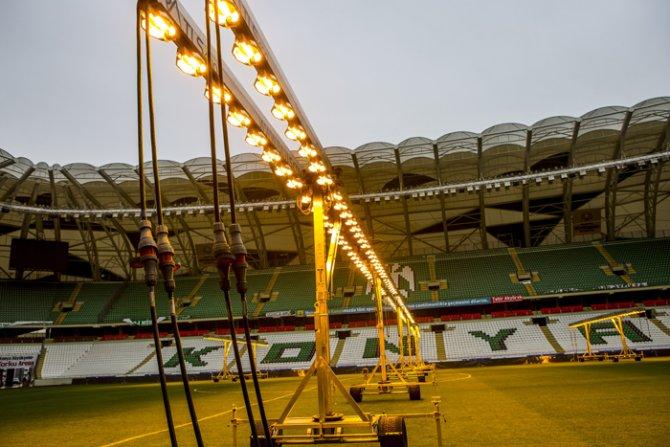 Torku Arenada çimler solaryumla esmerleşiyor 14