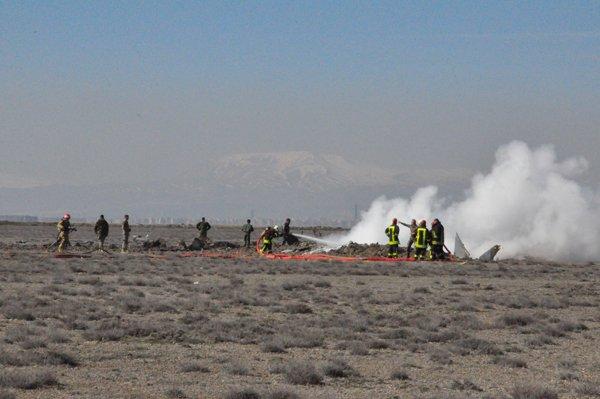 Konyada askeri uçak düştü! 1